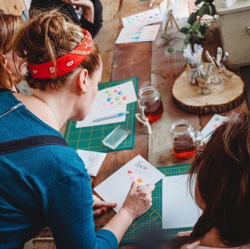 LIEFS ❤️ – Sinds vrijdag zijn de deuren geopend van de @Liefspopup in IJsselstein. Een winkel vol unieke en handgemaakte producten én een plek waar je creatieve workshops kunt volgen.⠀ ⠀ LiefsPopup open van 24 mei t/m 27 juli, do, vr, za en koopzondag, Benschopperstraat 14 in IJsselstein⠀ ⠀ #ijsselstein #winkel #workshop #craft #makers #conceptstore #popup #ontmoetelkaarinijsselstein #kriebelslifestyle #liefsfabriek #liefspopup